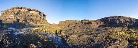 罗赖马山山顶,火山的黑石头,委内瑞拉 免版税库存图片