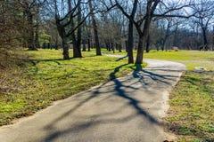 罗阿诺克河林荫道路在Wasena公园,罗阿诺克,弗吉尼亚,美国 图库摄影