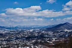 罗阿诺克谷的冬天视图与山在背景中- 2的 库存图片