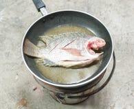 罗非鱼新鲜的油炸物 库存图片