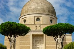 罗马、圣皮特圣徒・彼得和保罗的大教堂Eur 免版税库存照片