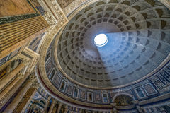 罗马万神殿内部有著名光的 库存图片