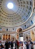 罗马万神殿的圆顶和开头在上面 免版税库存图片