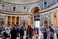 罗马万神殿的圆顶和开头在上面 免版税库存照片