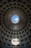 罗马万神殿的Oculus 免版税图库摄影