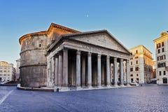 罗马万神殿边 免版税库存照片