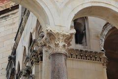 罗马专栏的资本在Diocletian ` s宫殿,分裂, C 库存图片