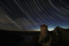 罗马偏僻寺院在满天星斗的天空下 库存照片