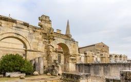 罗马剧院在阿尔勒-联合国科教文组织遗产站点废墟  库存照片