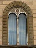 罗马半圆拱窗口 免版税库存照片