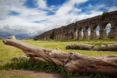 罗马古老的渡槽 免版税库存照片