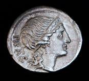 罗马古老硬币的圣母怜子图 免版税库存照片