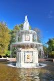 罗马喷泉的peterhof 免版税库存图片