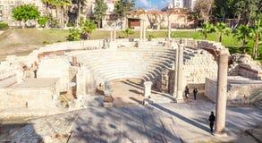 罗马圆形露天剧场和废墟在亚历山大 库存照片