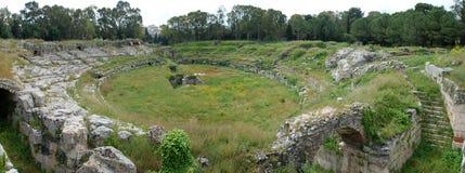 罗马圆形露天剧场在西勒鸠斯 免版税库存图片
