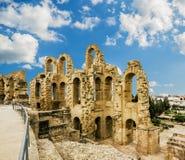 罗马圆形露天剧场在El JEM城市在日落的突尼斯 免版税图库摄影