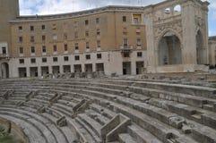 罗马圆形露天剧场的细节在莱切,普利亚regione,来自南方的风暴意大利 库存照片