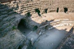 罗马圆形露天剧场的遗骸在卡塔尼亚,西西里岛海岛,意大利的历史的中心 免版税图库摄影