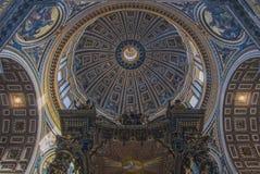 罗马圣彼得大教堂内部01 库存照片
