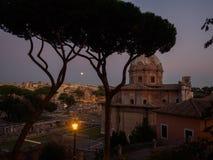 罗马在与满月的晚上 库存图片