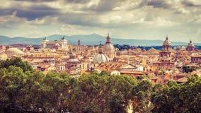 罗马在夏天,意大利空中全景  库存图片