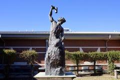 罗马在ASU Midsouth,西部孟菲斯,阿肯色的雕象充分的胸象 免版税库存图片