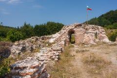 罗马堡垒的废墟特洛伊山口门的  免版税库存图片