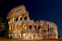 罗马大剧场在晚上 库存照片