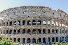 罗马大剧场的看法从叫的街道的 免版税库存照片