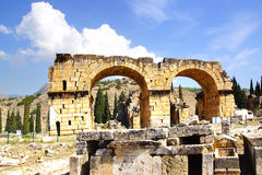 罗马大教堂巴恩,希拉波利斯, Pamukalle,土耳其 免版税库存照片