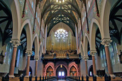 罗马天主教堂大教堂内部 免版税库存图片