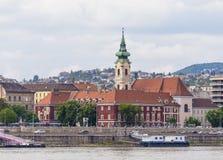 罗马天主教堂的钟楼在Buda 图库摄影