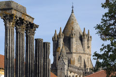 罗马寺庙在市埃武拉在葡萄牙 免版税库存图片