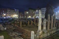 罗马寺庙废墟  免版税库存照片