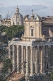 罗马寺庙Antoninus和Faustina 02 库存照片