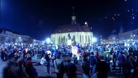 罗马尼亚人时间间隔在他的命名日向有热空气气球的迈克尔国王致敬 股票视频