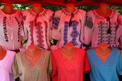 罗马尼亚传统女衬衫ie 免版税库存照片
