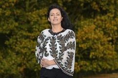 罗马尼亚传统衣裳的妇女 免版税库存照片