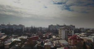 罗马尼亚城市鸟瞰图在一阴暗天 股票录像