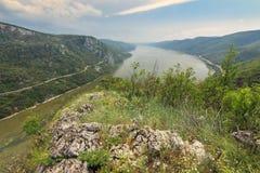 罗马尼亚塞尔维亚人边界的多瑙河峡谷, Cazanele桃莉国家公园 免版税库存图片