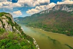 罗马尼亚塞尔维亚人边界的多瑙河Cazanele桃莉国家公园 免版税图库摄影