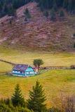 罗马尼亚山的传统房子 库存照片