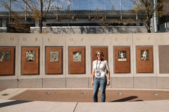 罗马尼亚的举世闻名的体操运动员纳迪娅・科马内奇参观比利・简・金国家网球中心在美国公开赛期间2016年 库存照片