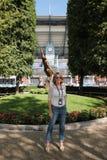 罗马尼亚的举世闻名的体操运动员纳迪娅・科马内奇参观比利・简・金国家网球中心在美国公开赛期间2016年 库存图片