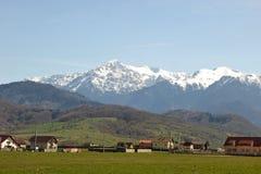 罗马尼亚语bucegi喀尔巴阡山脉的山 免版税库存照片