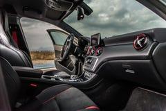 罗马尼亚,布拉索夫2014年9月16日:奔驰车A 45 2014个AMG内部 免版税库存图片