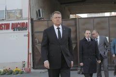 罗马尼亚总统参观受伤布加勒斯特Colectiv夜总会火 库存照片