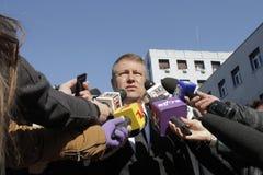 罗马尼亚总统参观受伤布加勒斯特Colectiv夜总会火 图库摄影