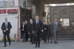罗马尼亚总统参观受伤布加勒斯特Colectiv夜总会火 免版税图库摄影