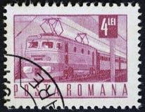 罗马尼亚-大约20世纪60年代:邮票显示一列火车的图象,大约20世纪60年代 免版税库存图片